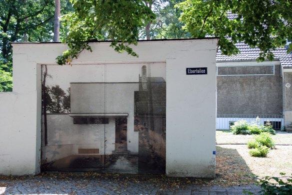Garage des Meisterhauses Gropius mit Haus Emmer
